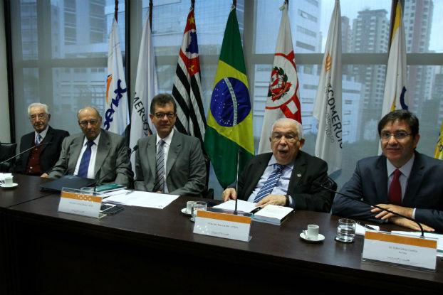 Juristas e deputados federais se reúnem na FecomercioSP para discutir novo Código Comercial
