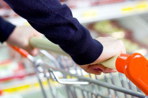 Índice de Consumo das Famílias continua em queda livre e atinge a pior pontuação desde janeiro de 2010