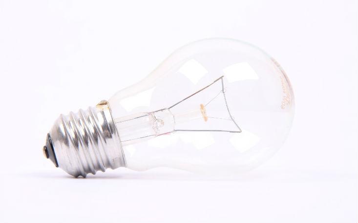 Substituição de lâmpadas incandescentes estimula o consumo de energia eficiente