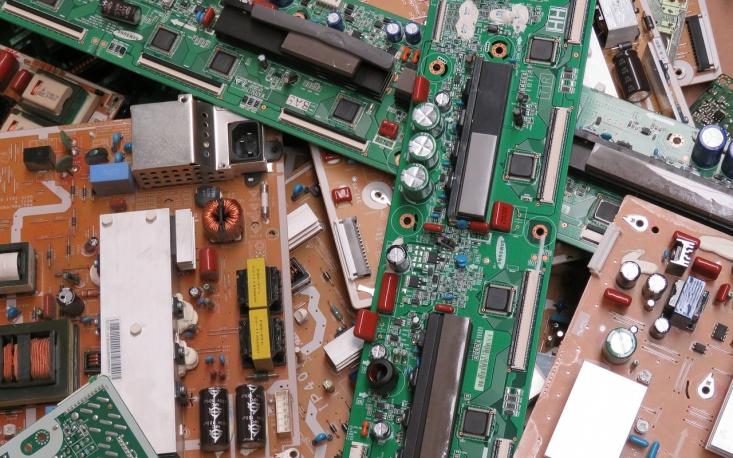 Alto custo desestimula reciclagem de lixo eletrônico, diz Goldemberg