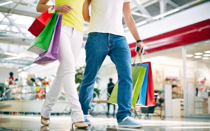 Intenção de consumo atinge o maior patamar desde julho de 2015 com 75,6 pontos em dezembro, aponta FecomercioSP