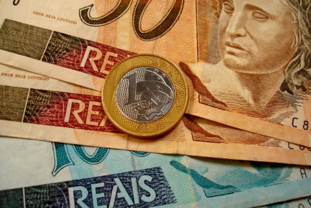 Regra de reajuste do salário mínimo estimula informalidade