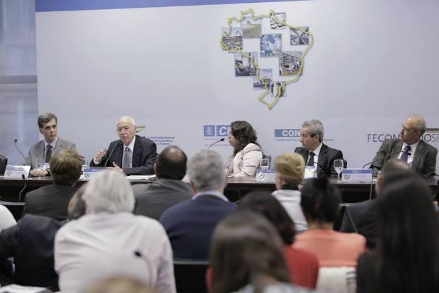 Representantes de diversos setores detalham cenário da terceirização no Brasil