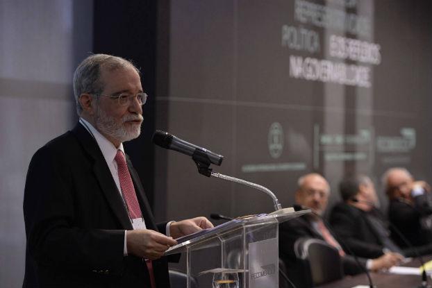 Medidas pontuais podem melhorar sistema político brasileiro, comenta Everardo Maciel