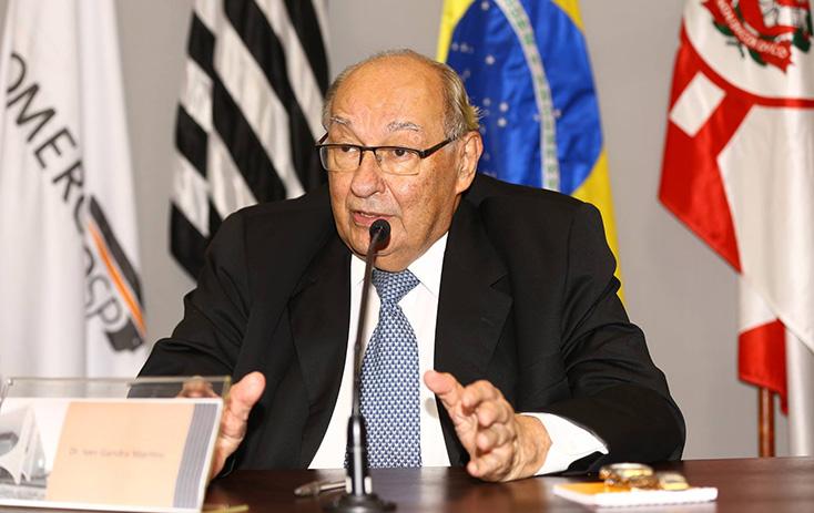 Presidente do Conselho Superior de Direito da FecomercioSP, Dr. Ives Gandra Martins, durante a mesa de abertura - Foto: Fernando Nunes