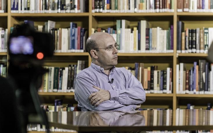 Partidos políticos estão em xeque, diz Sergio Fausto